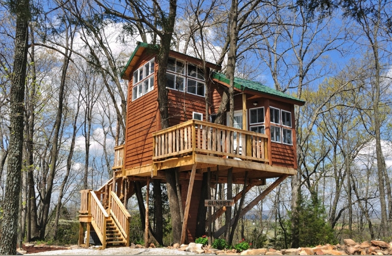8 amazing tree houses you can stay in near st louis Cabins In St Louis Mo