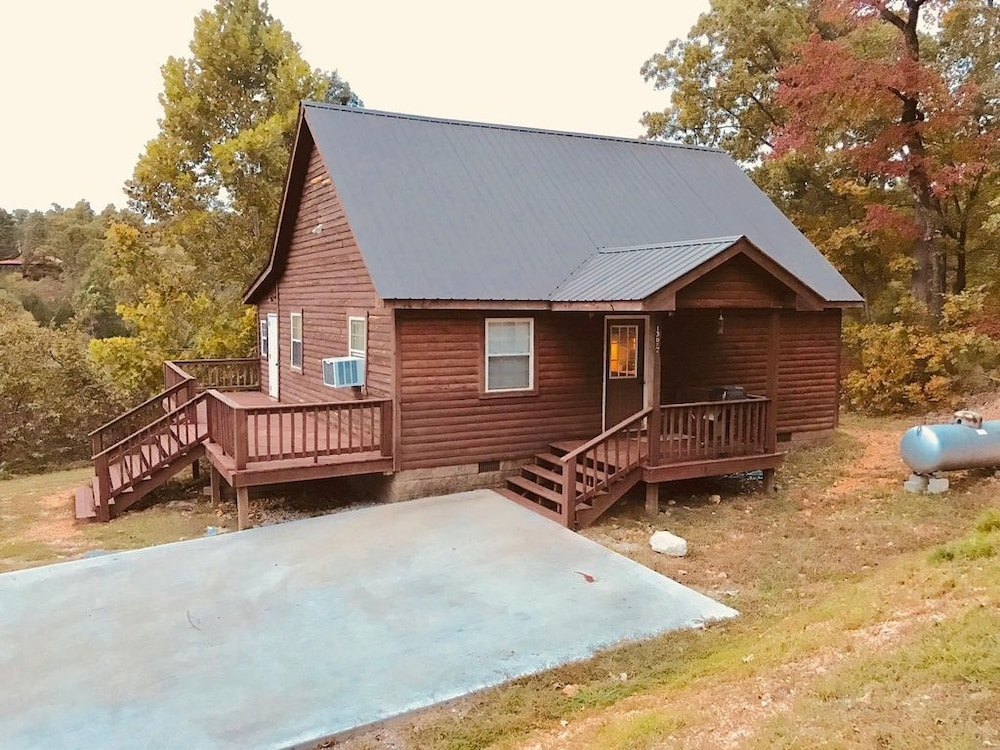 cabin near white river and blanchard springs caverns in Blanchard Springs Cabins