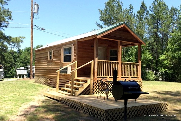 cozy cabin rentals with a shared swimming pool located near the red river in louisiana Cabins In Louisiana