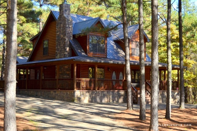 cozy log cabin rental with a hot tub near the mountain fork river in oklahoma Mountain Fork River Cabins