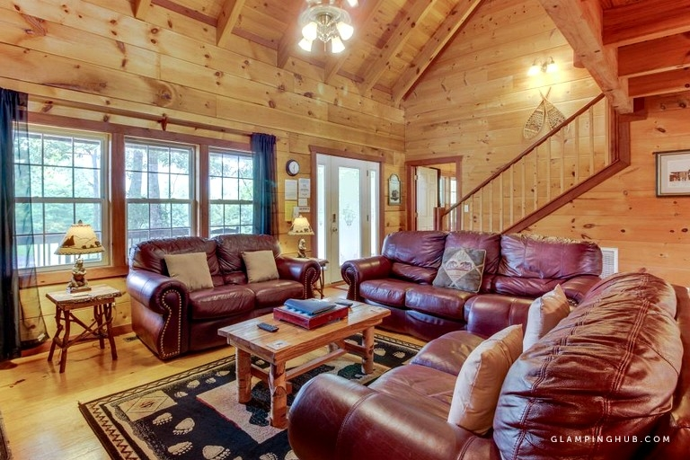 dog friendly log cabin with hot tub and spectacular views near helen georgia Pet Friendly Cabins In Helen Ga