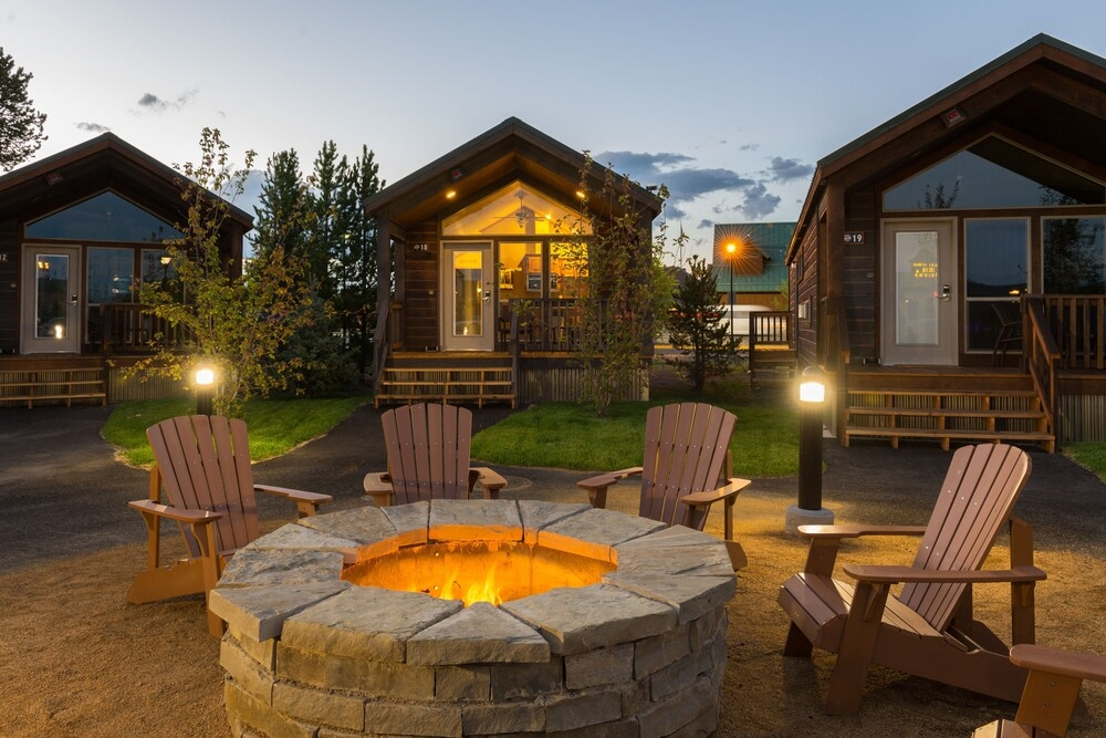 explorer cabins at yellowstone in west yellowstone hotel Explorer Cabins West Yellowstone