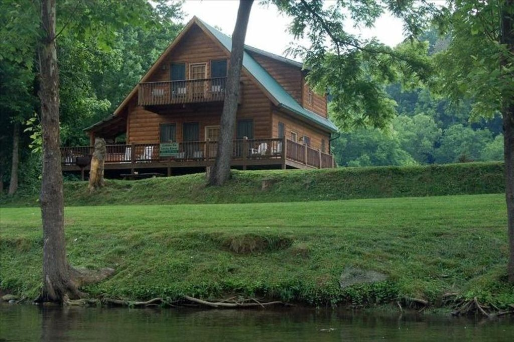 fishin hole cabin overlooking the little river in townsend tn family owned townsend Cabins In Townsend Tennessee
