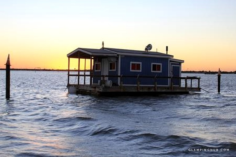 floating cabin rental perfect for fishing trips to corpus christi texas Floating Cabins Texas
