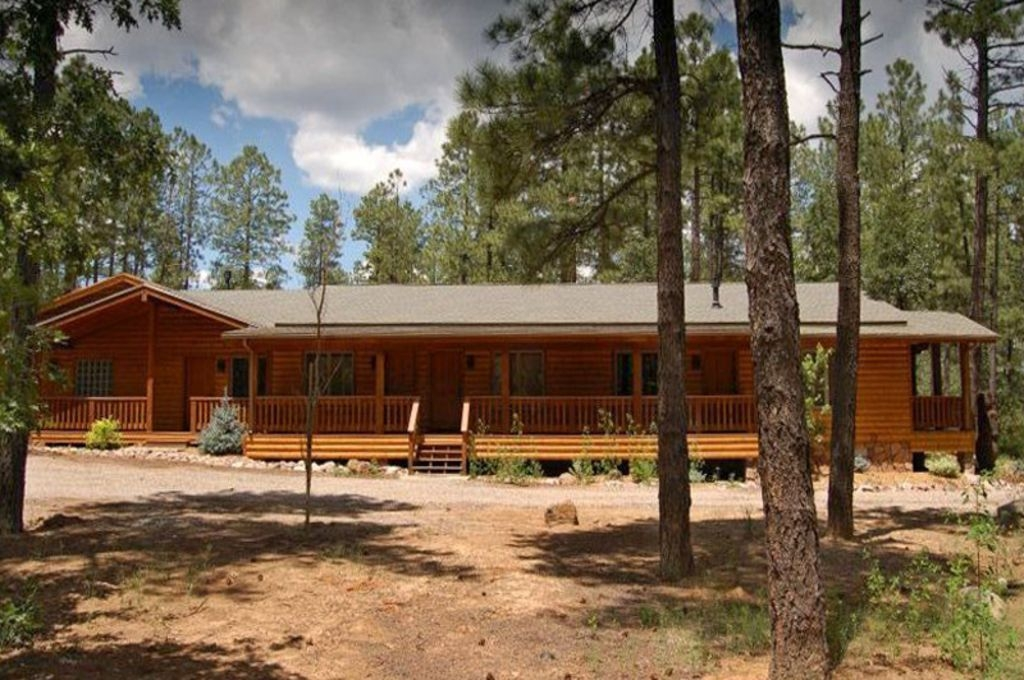 perfect for large groups 6400sqft cabin 8 bedroom 7 bathrooms on 37 acres lakeside Pinetop Lakeside Cabins