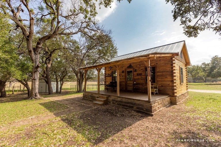 pet friendly cabin surrounded wilderness of texas hill country Pet Friendly Cabins In Texas