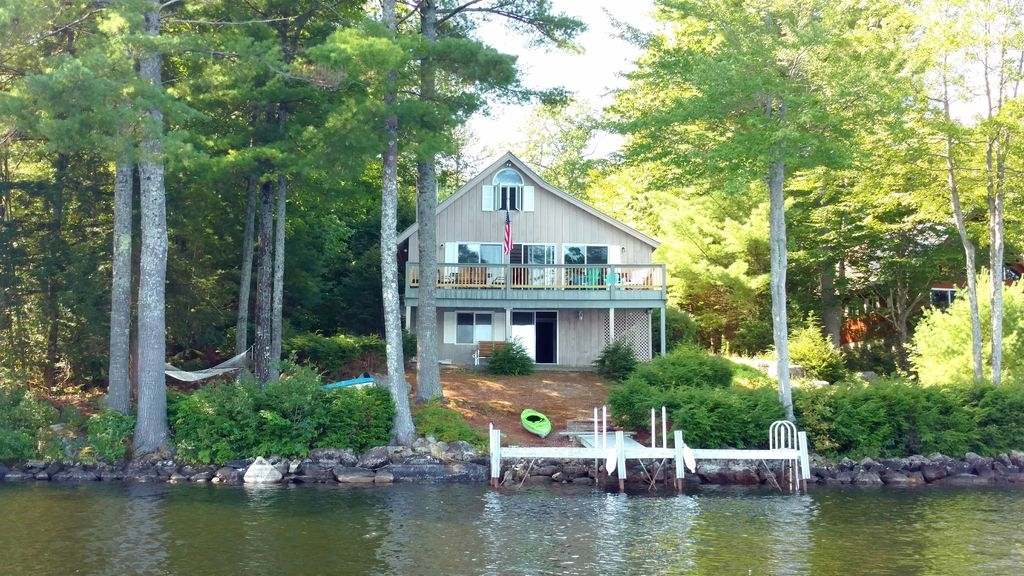quintessential lake front cottage on long lake in harrison maine harrison Lake Front Cabins