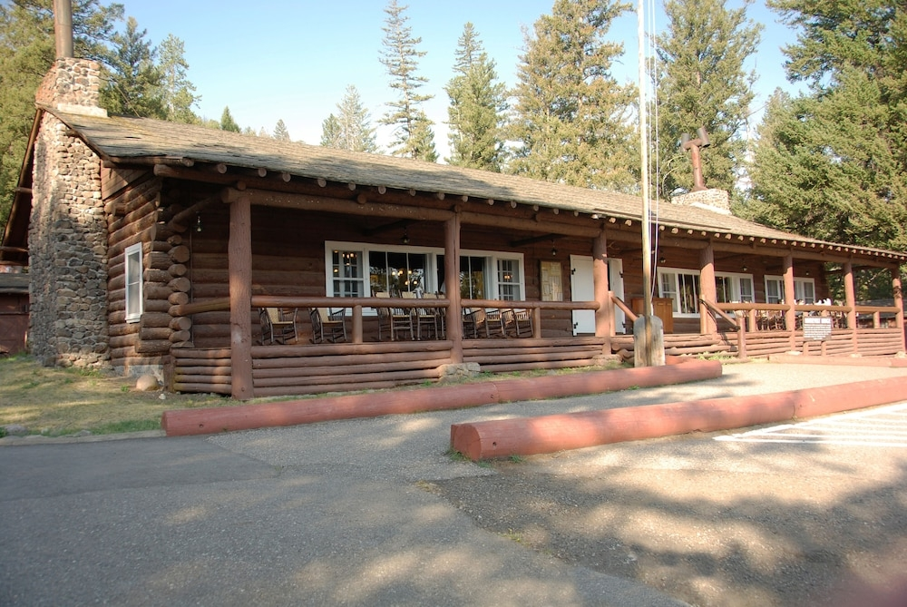 roosevelt lodge cabins inside the park in yellowstone Roosevelt Cabins Yellowstone