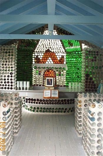 bottle houses the recycle of glass modern architecture Bottle House Cabins