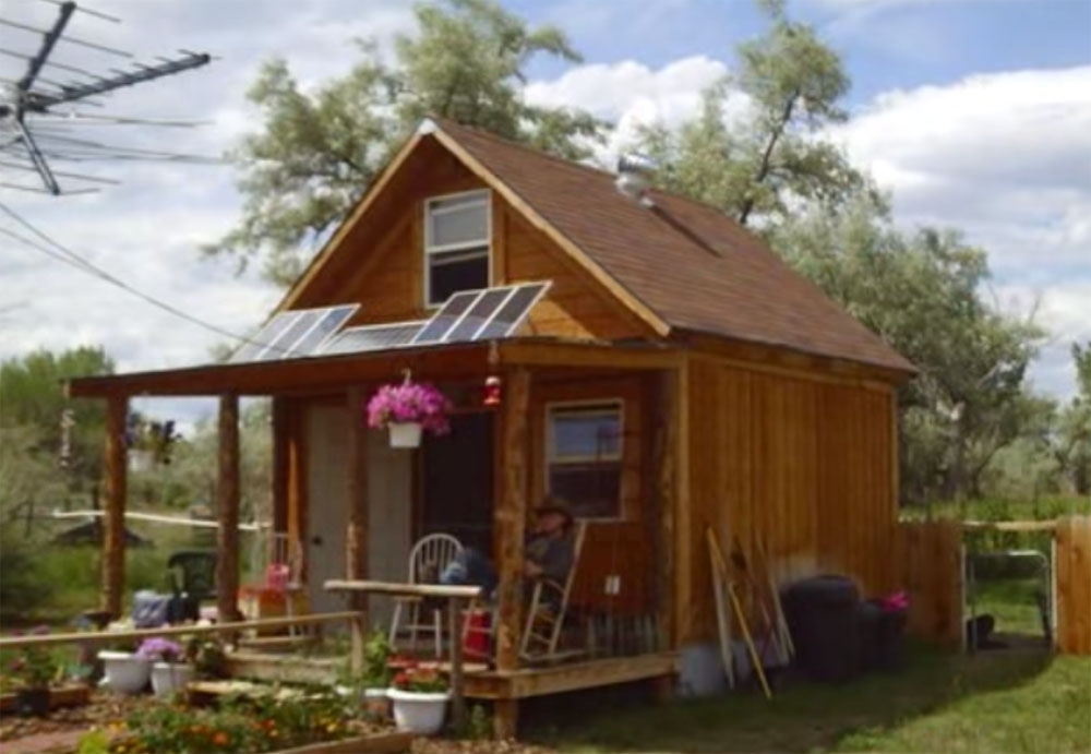 how to build a 400sqft solar powered off grid cabin for 2k Build Small Cabin