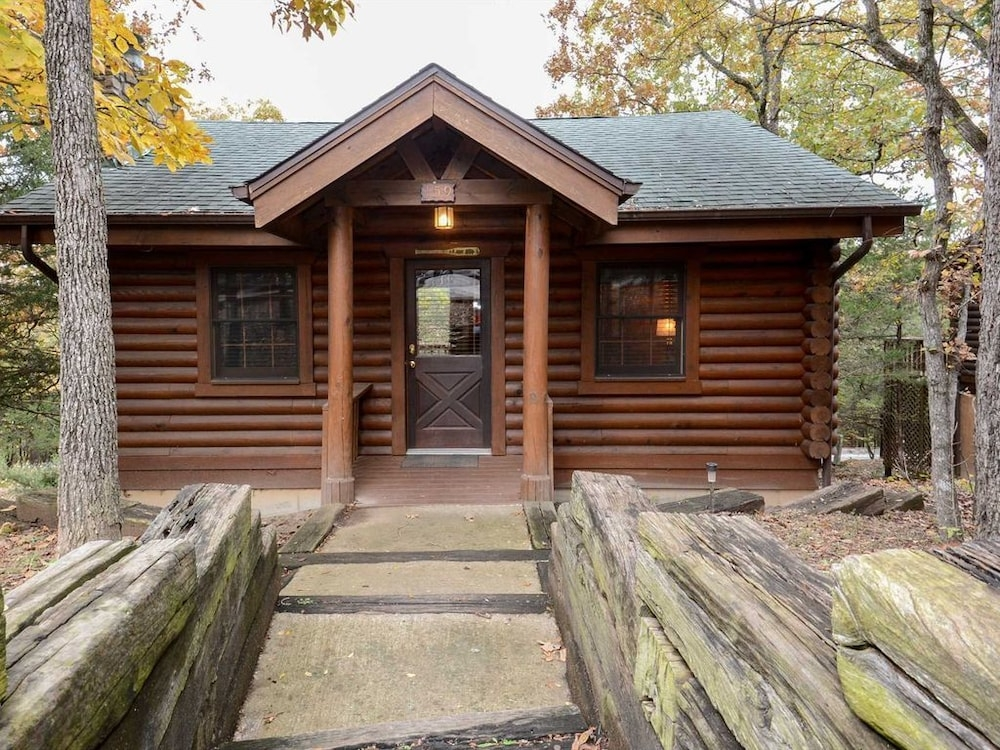 genuine cabin in branson woods pet friendly whirlpool tub Branson Woods Cabins