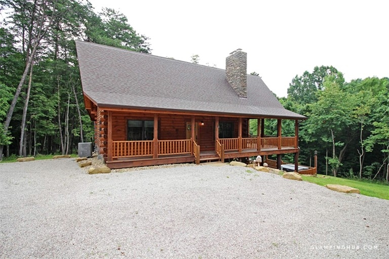 luxury log cabin with a barbecue grill near cantwell cliffs ohio Ohio Luxury Cabins
