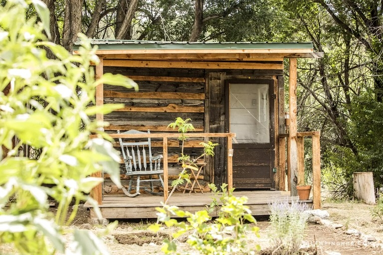 one room cabin rental for solo travelers on goji berry farm near taos new mexico Taos New Mexico Cabins