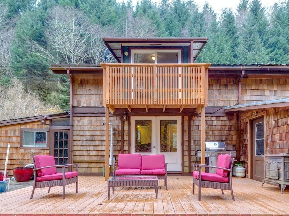 peaceful creekside cabin for two next to redwoods national Redwood National Park Cabins