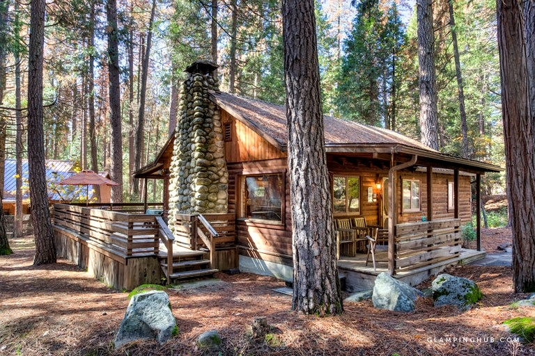 secluded log cabin rental with private deck in yosemite national park california Yosemite National Park Cabins