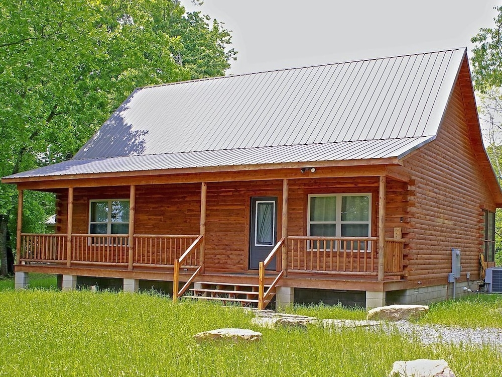 trumpeter lodge located on the banks of little red river Little Red River Cabins