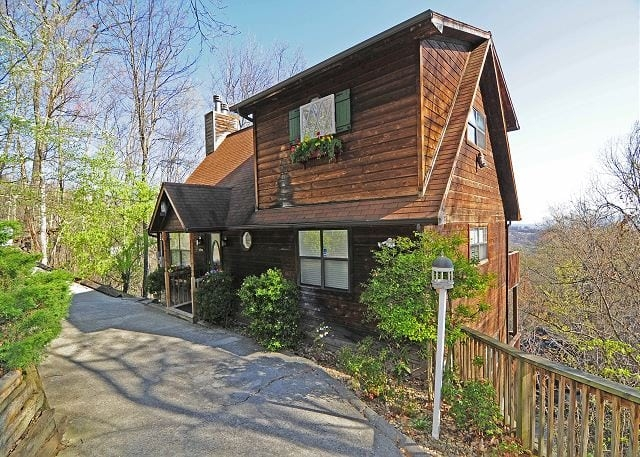 4 benefits of a late summer vacation at our rental cabins in Pet Friendly Cabins In Tennessee