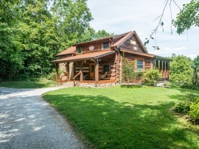 brown county indiana ponds edge vacation log cabin near Brown County Cabins With Hot Tubs