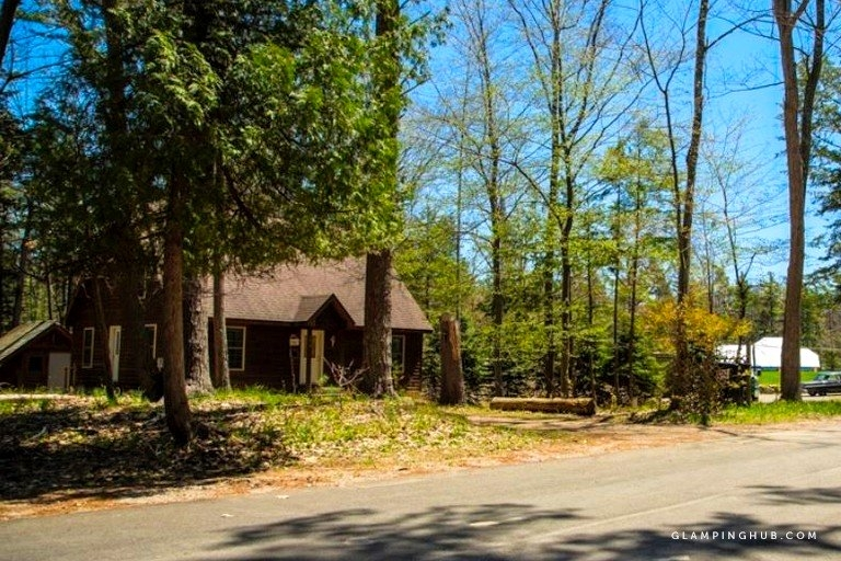 luxurious and rustic cabin with lake views near sleeping bear dunes lakeshore michigan Cabins Near Sleeping Bear Dunes
