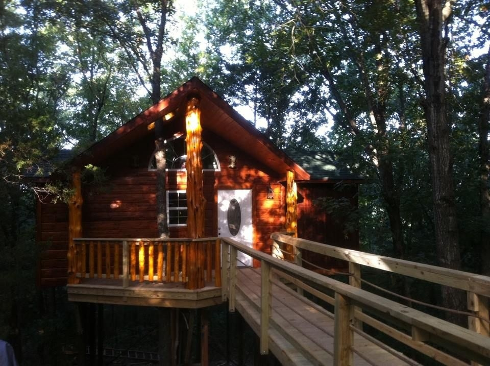 misty view luxury romantic treehouse cabin treehouse Romantic Cabins In Missouri