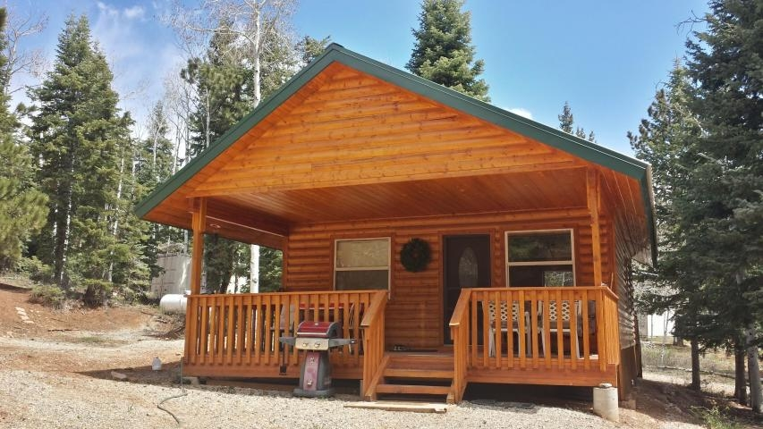 nicely finished starter cabin in zion view near strawberry Duck Creek Cabins