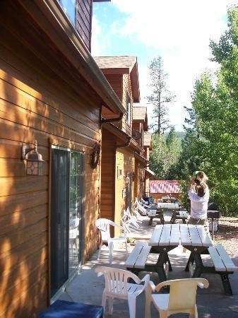 picnic area picture of wooden nickel cabins payson Wooden Nickel Cabins