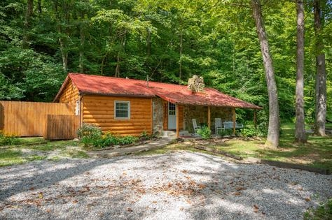 vacation rentals brown county log cabins Brown County Cabins Pet Friendly