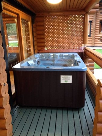 hot tub log cabin x picture of rib hall village wrea Berth Log Cabins With Hot Tubs