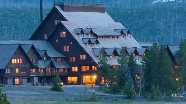 Awesome hotels and cabins for a yellowstone national park vacation Yellowstone National Park Cabin Ideas
